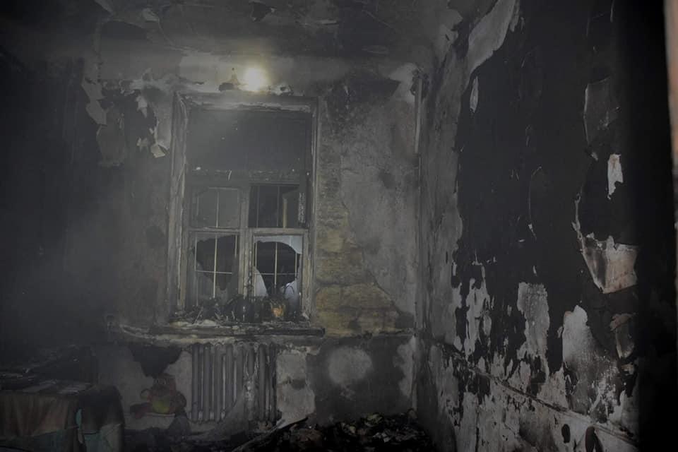 Ночью в Николаеве на пожаре двухэтажки спасли 8 человек, в том числе четырех детей (ФОТО) 3