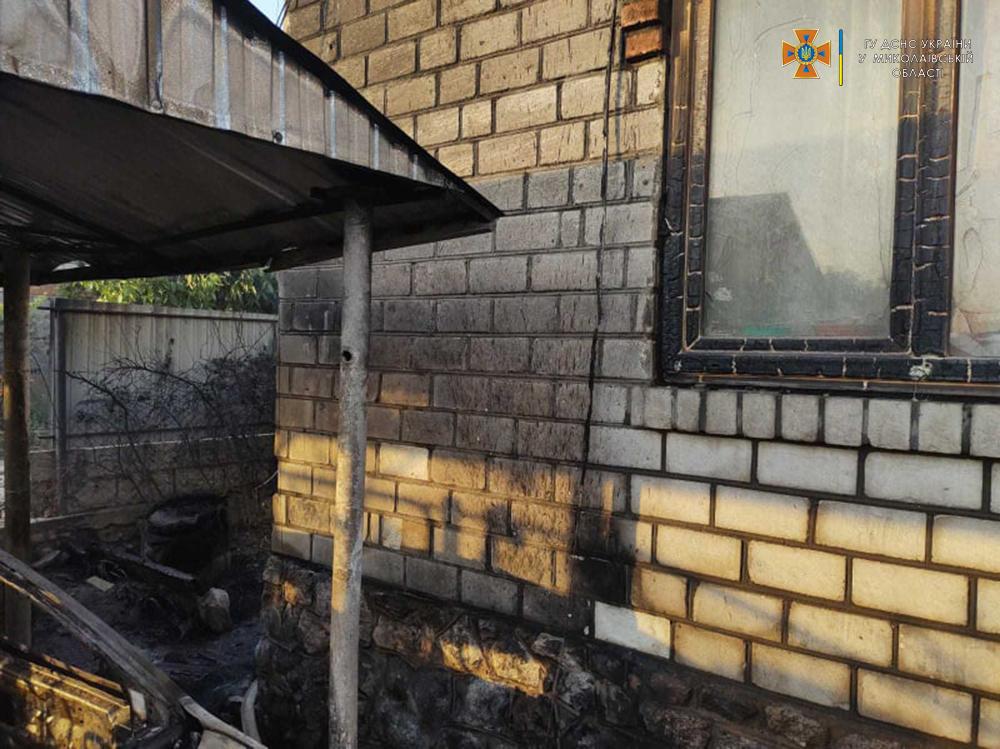 В Николаевской области потушили еще 2 горевших автомобиля и частный магазин (ФОТО) 1