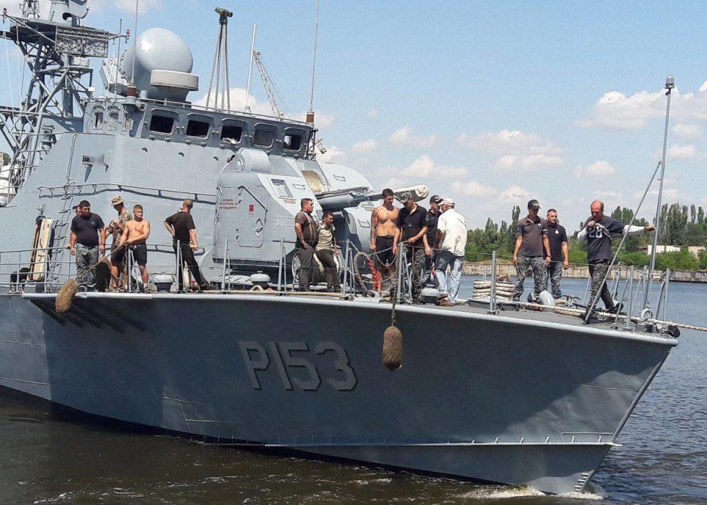 На Николаевском судостроительном заводе после докового ремонта спустили на воду «Геническ» и «Прилуки» (ФОТО) 1