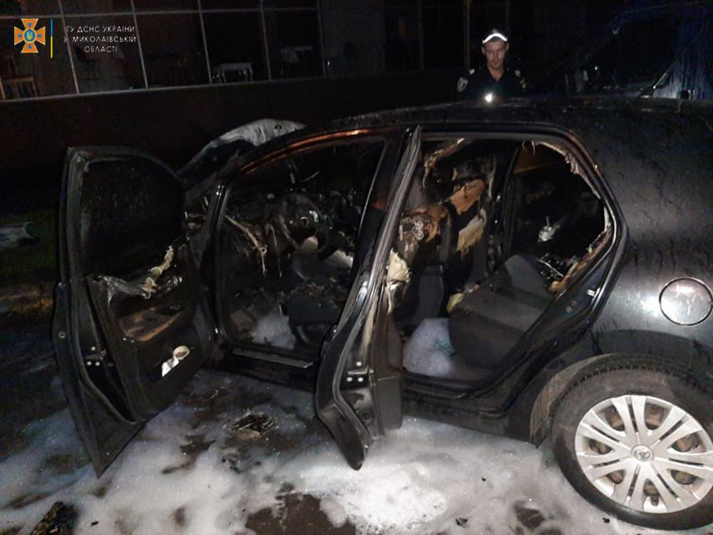 В Раково из-за детских шалостей загорелась хозпостройка, а в Николаеве по непонятным причинам - припаркованная Toyota (ФОТО) 9