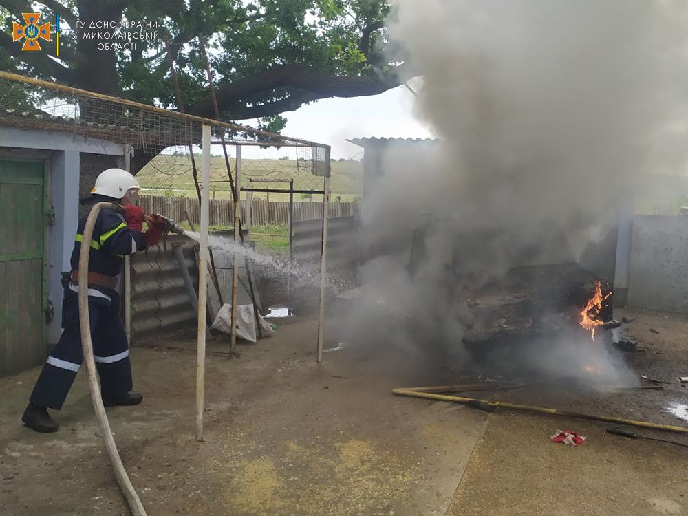 На Николаевщине за сутки потушили 4 пожара автомобилей (ФОТО) 1