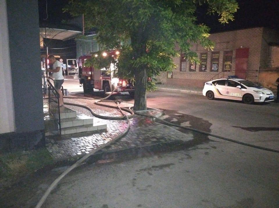 В Николаевской области потушили еще 2 горевших автомобиля и частный магазин (ФОТО) 21
