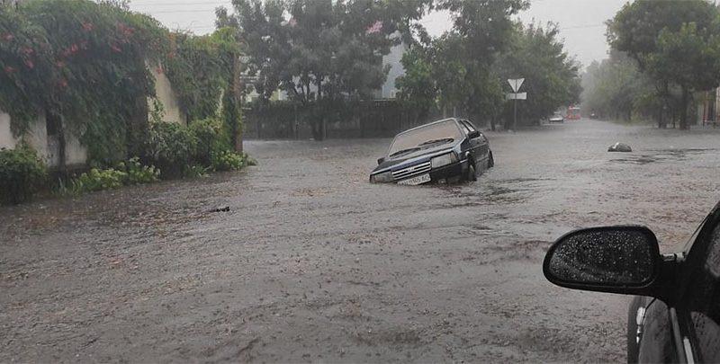 Потоп в Бердянске. Город ушел под воду, 2 человек убило током (ФОТО, ВИДЕО)