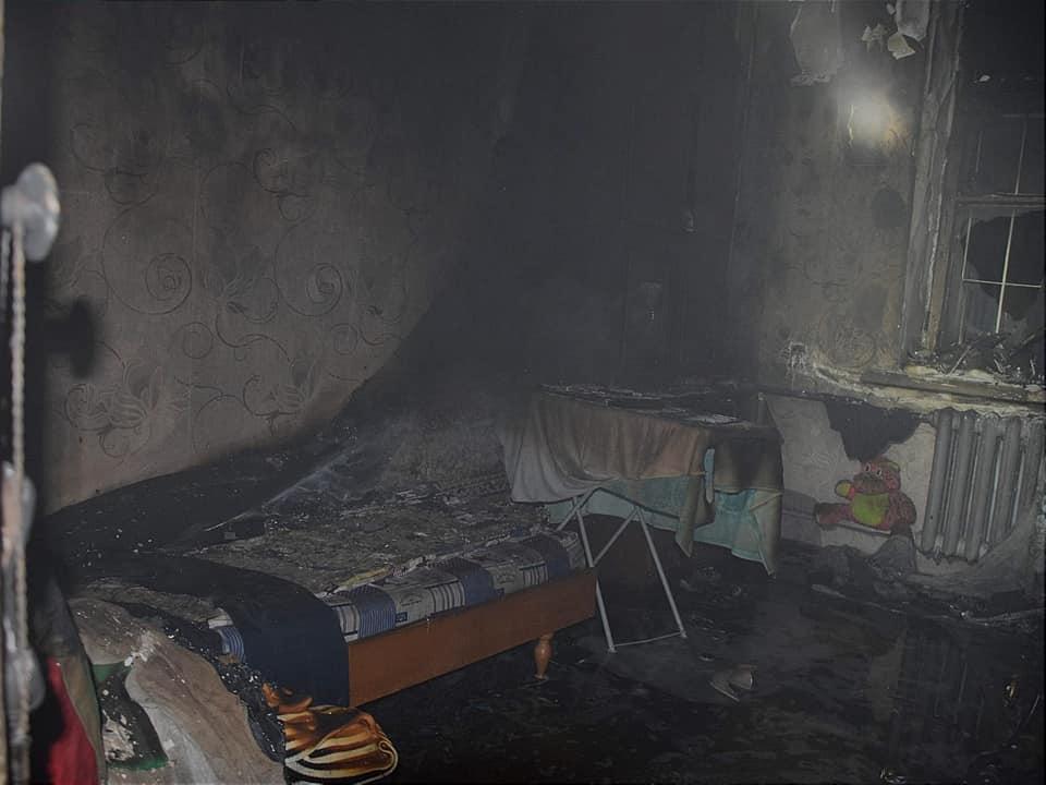 Ночью в Николаеве на пожаре двухэтажки спасли 8 человек, в том числе четырех детей (ФОТО) 5