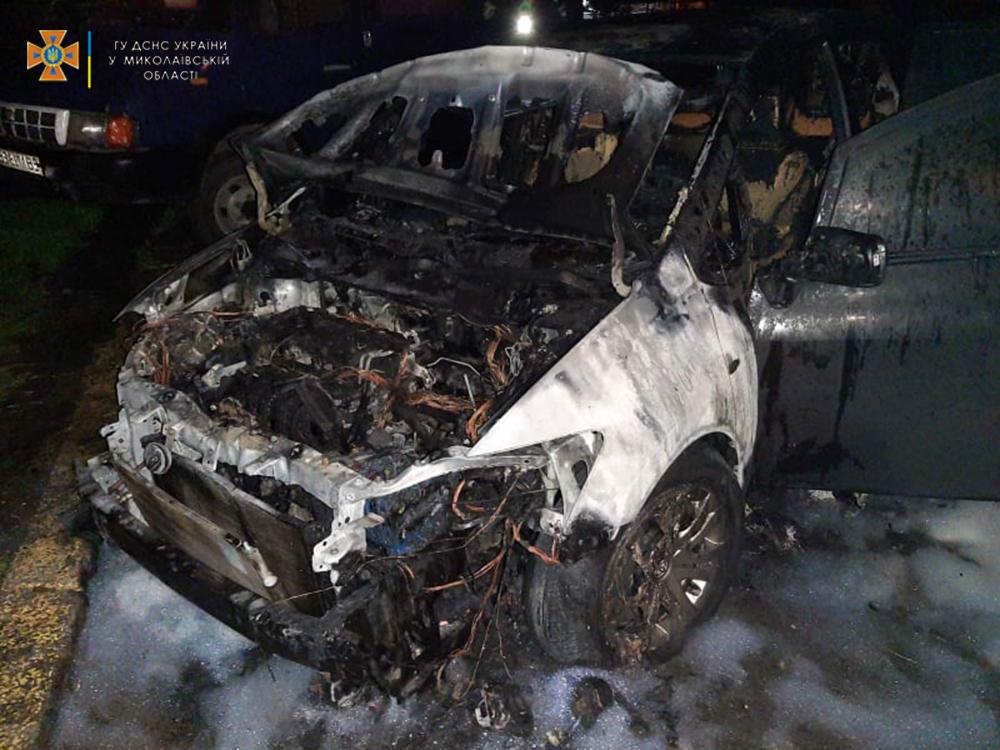 В Раково из-за детских шалостей загорелась хозпостройка, а в Николаеве по непонятным причинам - припаркованная Toyota (ФОТО) 11