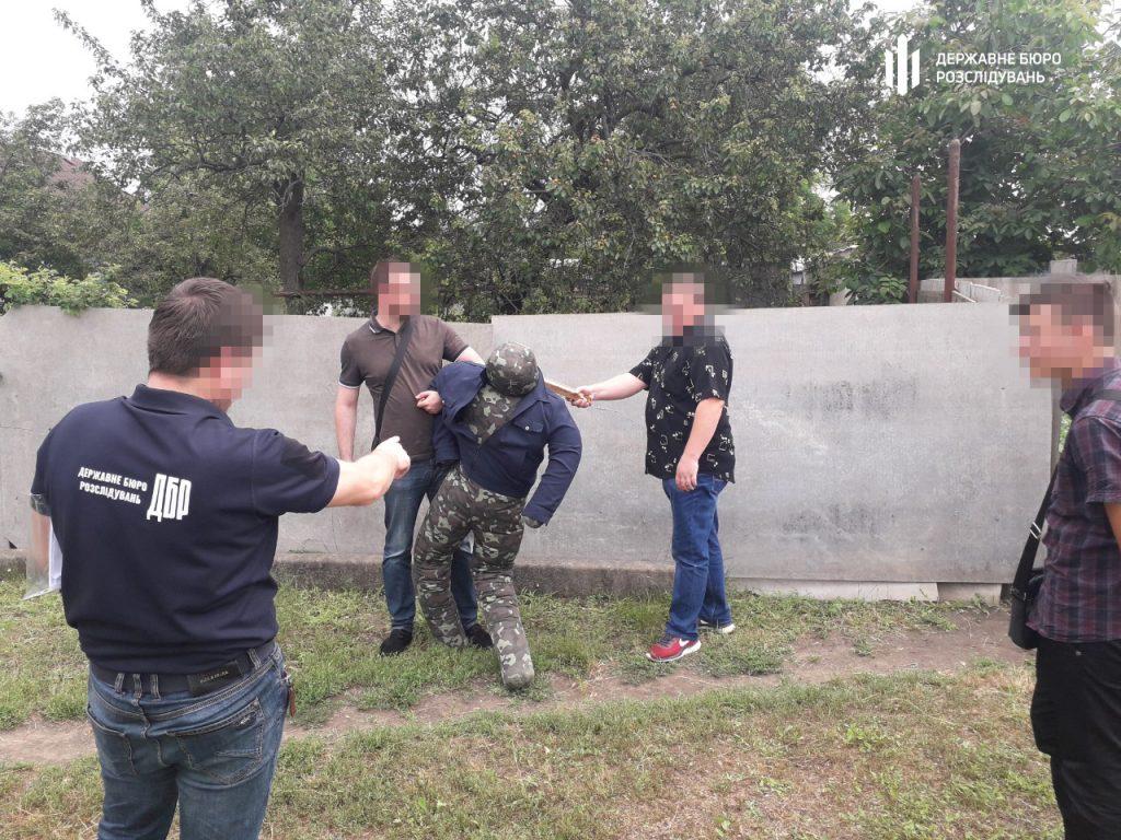 В Николаеве участковый палкой и ногами избил мужчину – разозлился очень (ФОТО) 5