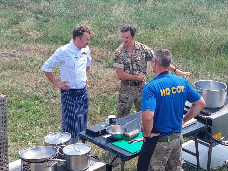 На николаевском полигоне «Широкий лан» известный шеф-повар приготовил борщ в полевых условиях (ФОТО)