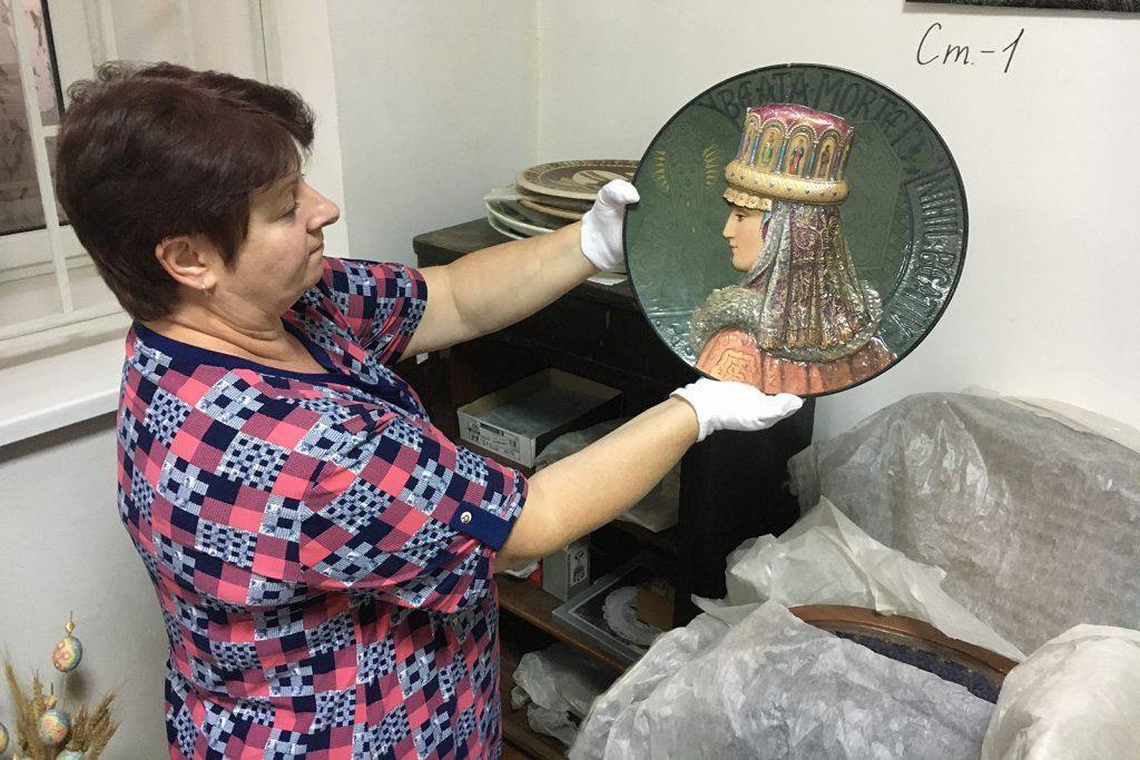 В Николаеве оцифруют 300 музейных экспонатов из фарфора (ФОТО) 3