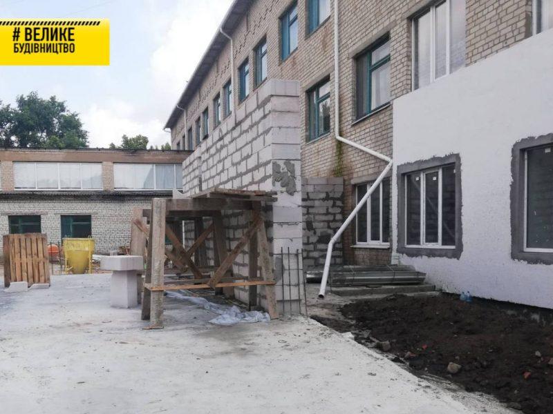 «Велике будівництво»: На Первомайщині реконструюють приймальне відділення (ФОТО)