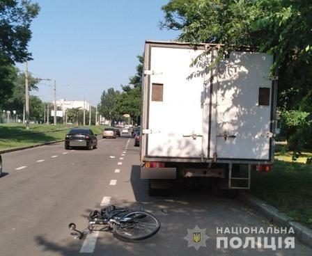 Угнанный в Очакове ВАЗ сбил велосипедиста в Николаеве