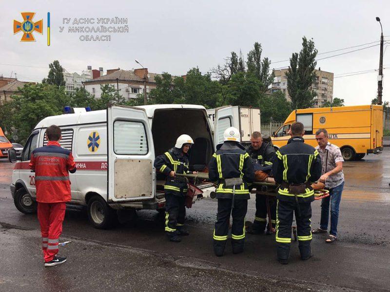 В Николаеве пожарные спасли женщину из пылающей квартиры на 5 этаже (ФОТО)