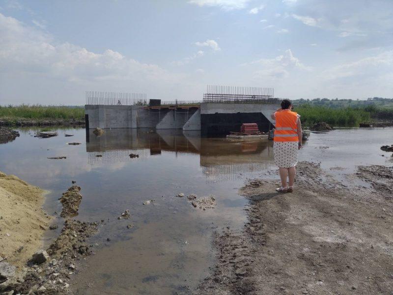 На Николаевщине затоплена стройплощадка Троицкого моста – прорвало дамбы частных прудов