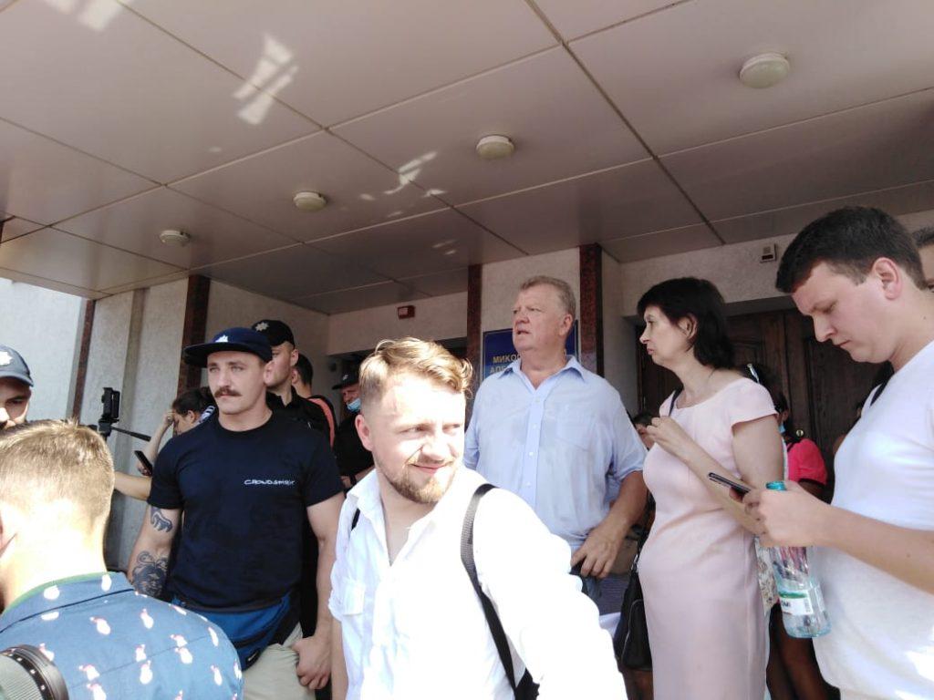 В Николаеве под судом встретились сторонники и противники НГЗ (ФОТО) ОБНОВЛЕНО 15