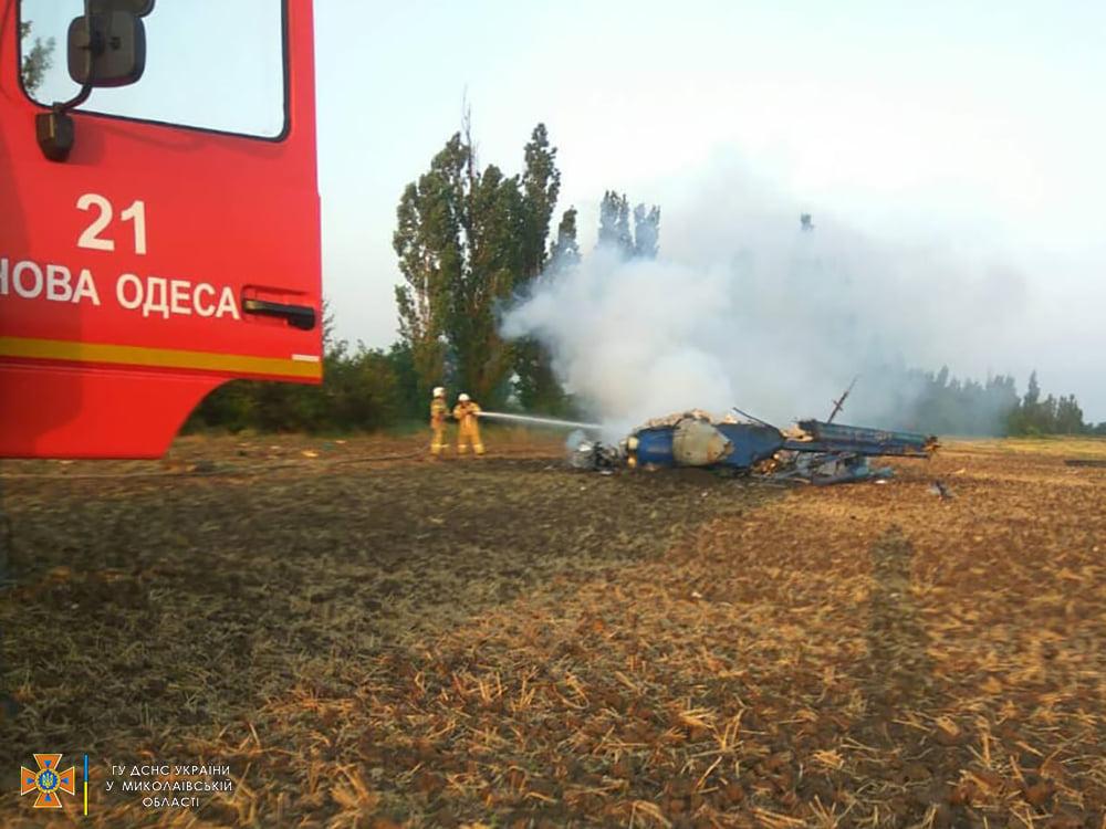 Под Николаевом упал вертолет Ми-2, два человека погибли (ФОТО, ВИДЕО) 1