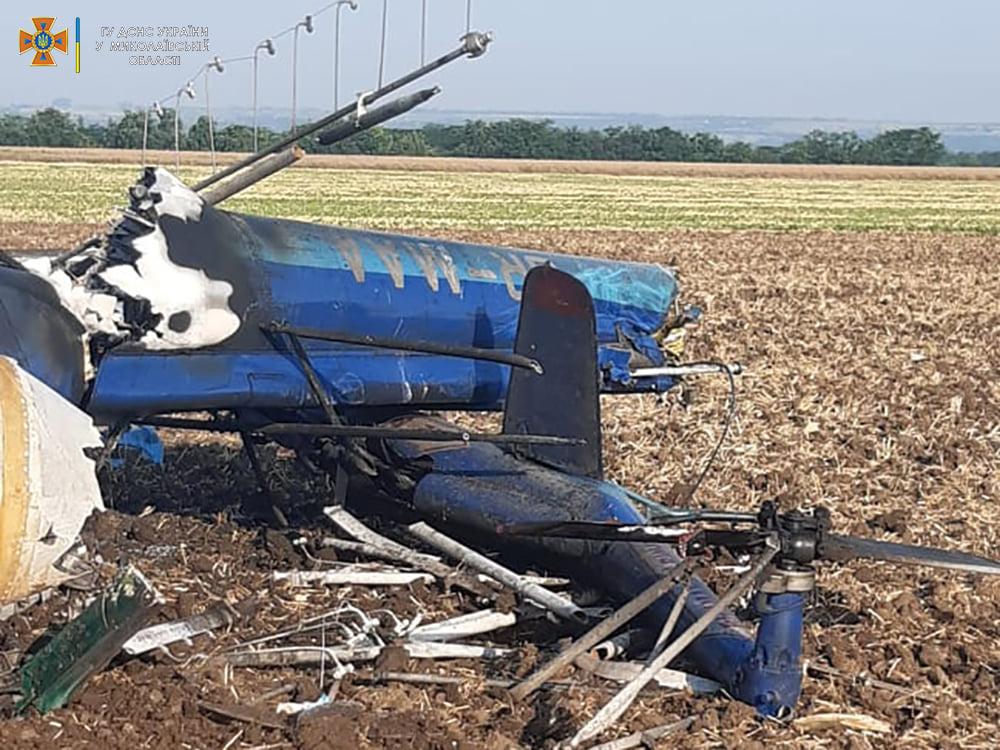 Под Николаевом упал вертолет Ми-2, два человека погибли (ФОТО, ВИДЕО) 3