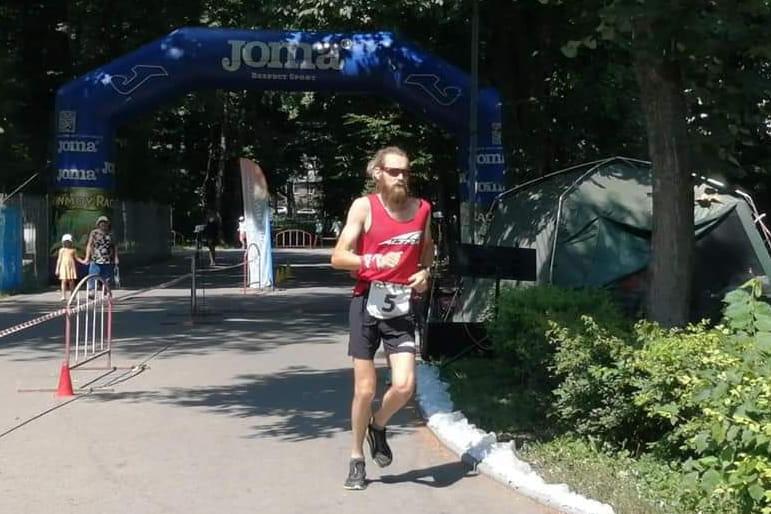Украинец по жаре бежал без остановки 48 часов и пробежал 435,5 км (ФОТО)