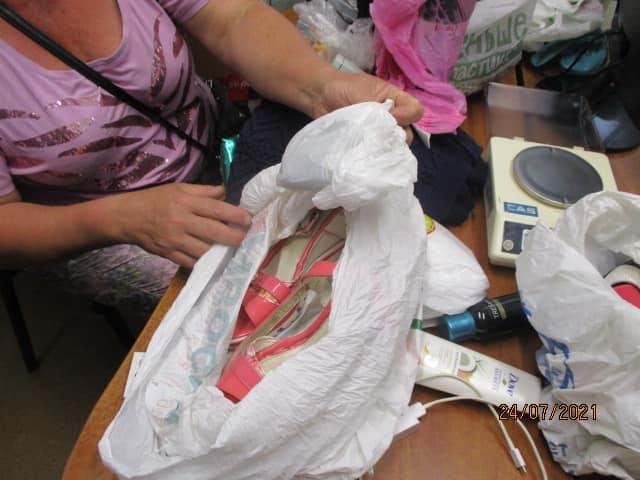 Не Золушка. Украинка пыталась пронести в РФ марихуану в босоножке (ФОТО) 1