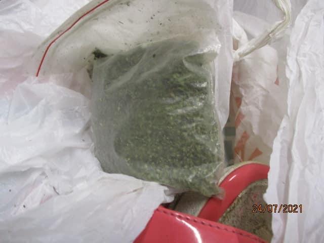 Не Золушка. Украинка пыталась пронести в РФ марихуану в босоножке (ФОТО) 5