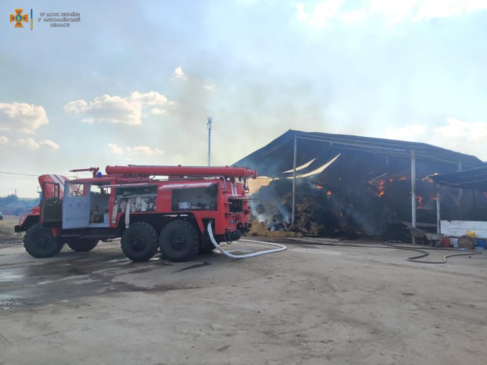 Возле Кривого Озера горит ферма (ФОТО) 15