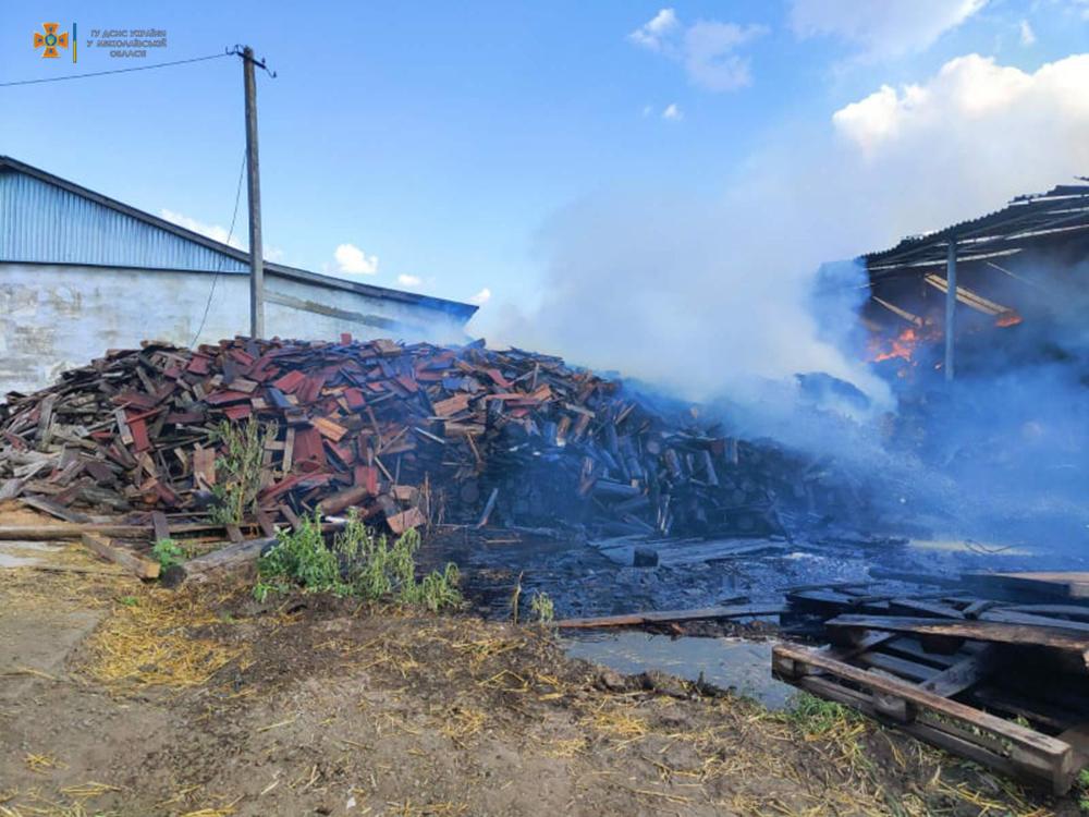 Возле Кривого Озера горит ферма (ФОТО) 9