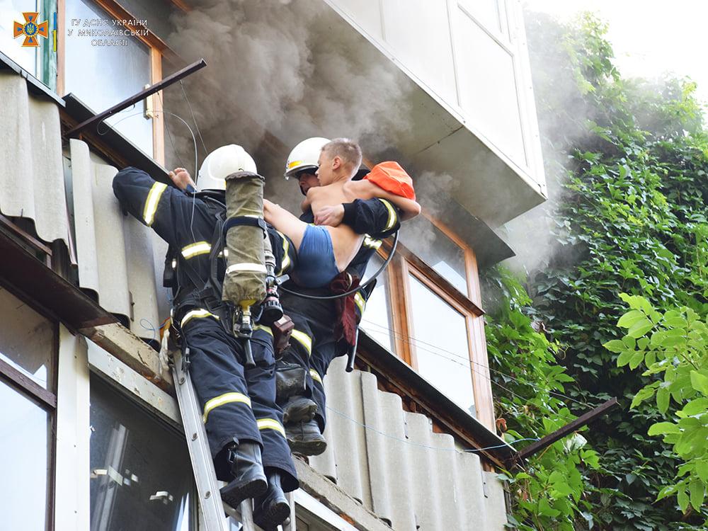 Пожарные спасли ребенка из горящей квартиры на 4-м этаже в Николаеве (ФОТО) 5