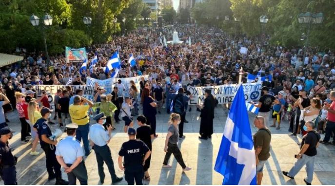 В Греции полиция водометами и слезоточивым газом разогнала протест против вакцинации