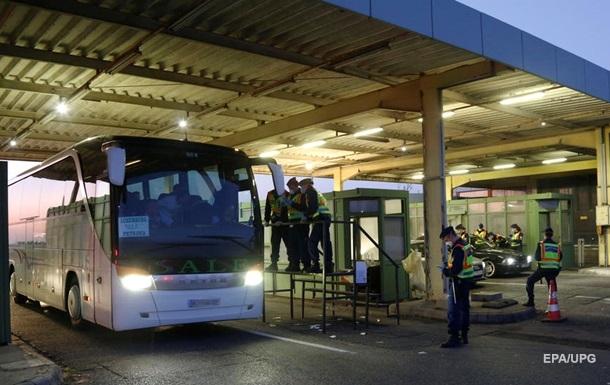 На границе с Черногорией задержали водителей автобуса с украинцами