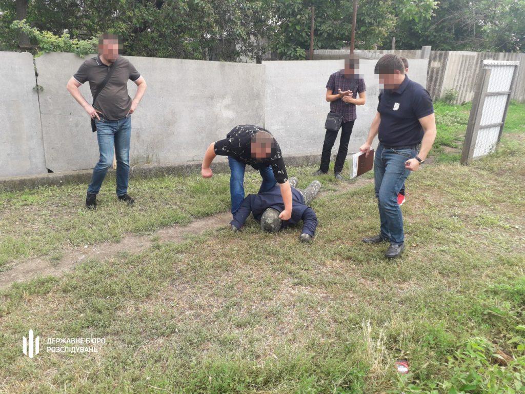 В Николаеве участковый палкой и ногами избил мужчину – разозлился очень (ФОТО) 7