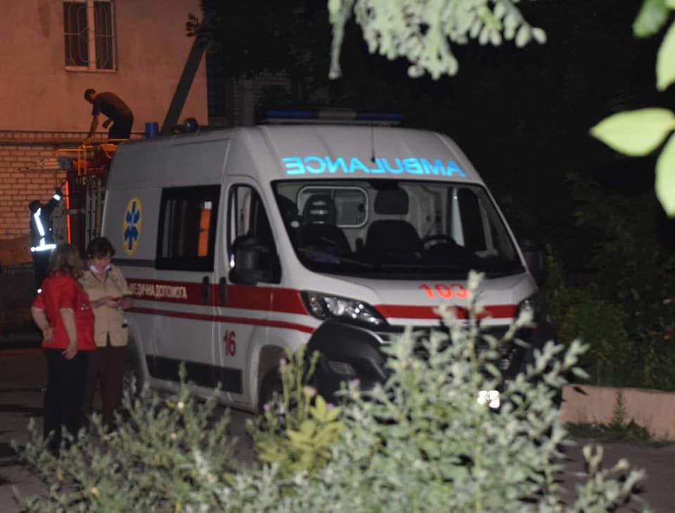 Ночью в Николаеве на пожаре двухэтажки спасли 8 человек, в том числе четырех детей (ФОТО) 7