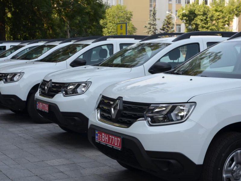 В Николаеве передали 10 Renault Duster для сельских амбулаторий (ФОТО)