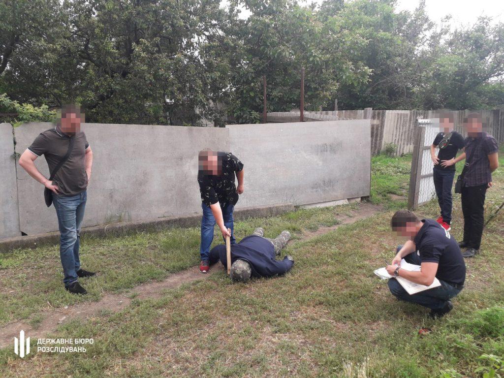 В Николаеве участковый палкой и ногами избил мужчину – разозлился очень (ФОТО) 11