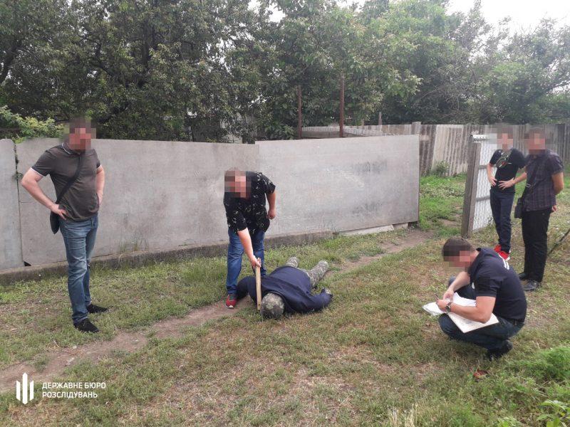 В Николаеве участковый палкой и ногами избил мужчину – разозлился очень (ФОТО)
