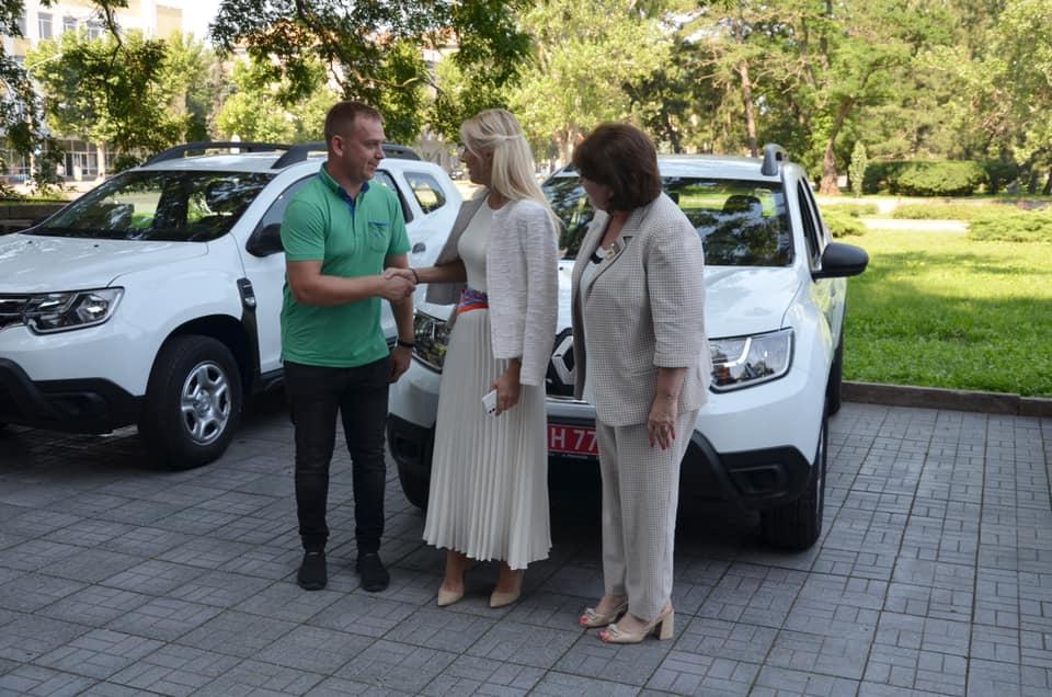 В Николаеве передали 10 Renault Duster для сельских амбулаторий (ФОТО) 9