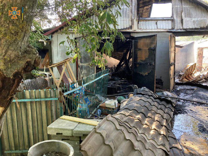 В Николаевской области потушили еще 2 горевших автомобиля и частный магазин (ФОТО) 9