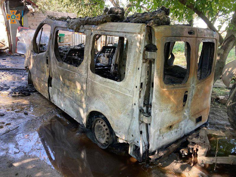 В Николаевской области потушили еще 2 горевших автомобиля и частный магазин (ФОТО) 11