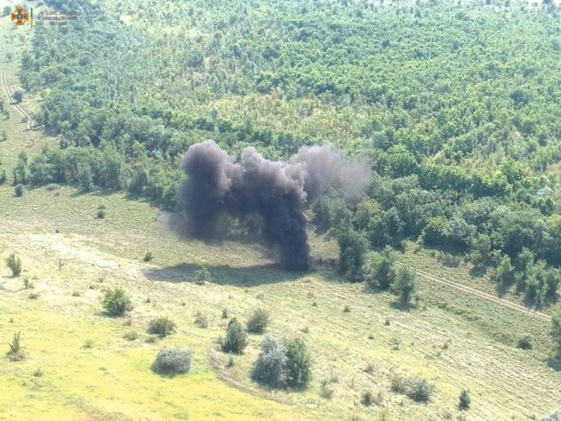 В Николаевской области обезвредили еще полтысячи найденных у Врадиевки артснарядов (ОТО)