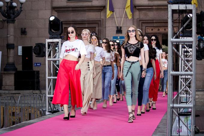 Дефиле из мэрии: на Соборной площади прошел фестиваль моды SUFD