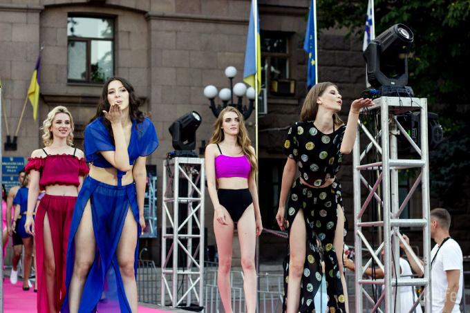 Дефиле из мэрии: на Соборной площади прошел фестиваль моды SUFD 11