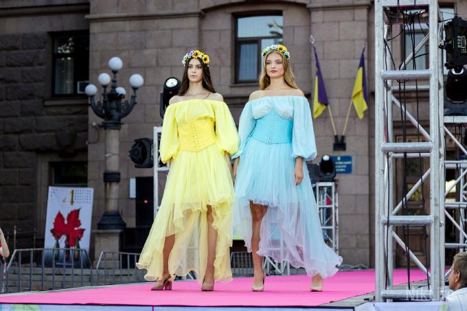 Дефиле из мэрии: на Соборной площади прошел фестиваль моды SUFD 7
