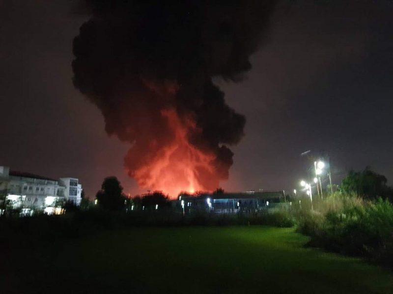 Мощный взрыв в Бангкоке. Горит завод (ФОТО, ВИДЕО)
