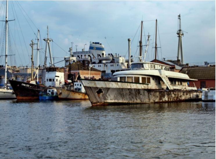 Украинские и американские водолазы подняли со дна любимую яхту Брежнева (ВИДЕО)
