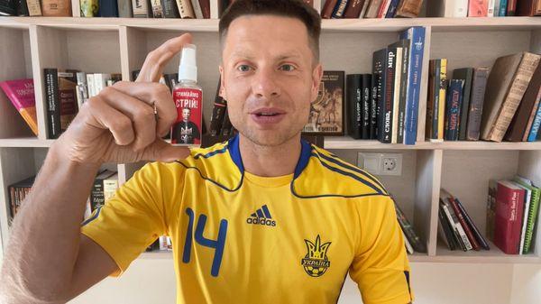 """Нардеп обвинил """"Укрпошту"""" в краже из посылок – воруют антисептик """"от кремлевской заразы"""" (ФОТО)"""