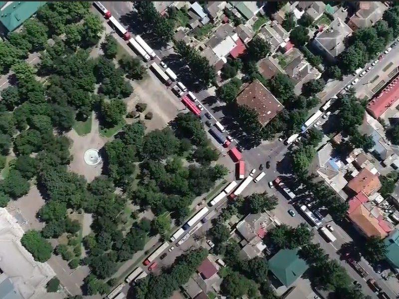 В Николаеве запретили движение фур по городу днем, но город ими забит (ВИДЕО)
