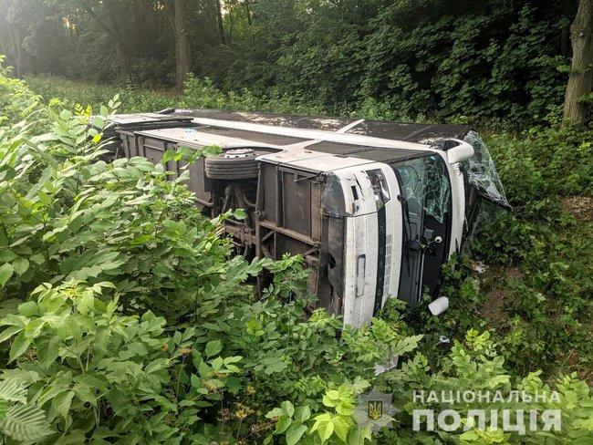 """Из-за пешехода. На Ривненщине перевернулся автобус """"Киев-Вроцлав"""" – 23 человека пострадали, 3 в реанимации (ФОТО)"""