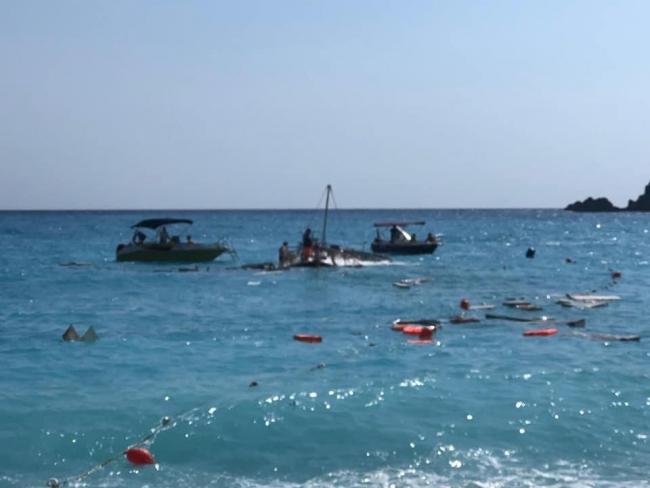В Турции затонул прогулочный катер с туристами. Погиб ребенок, пострадали взрослые (ВИДЕО)