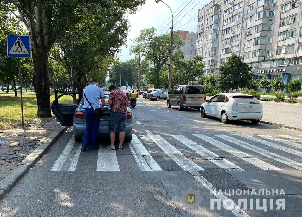 В Николаеве на переходе LANOS сбил двух пешеходов (ФОТО) 1