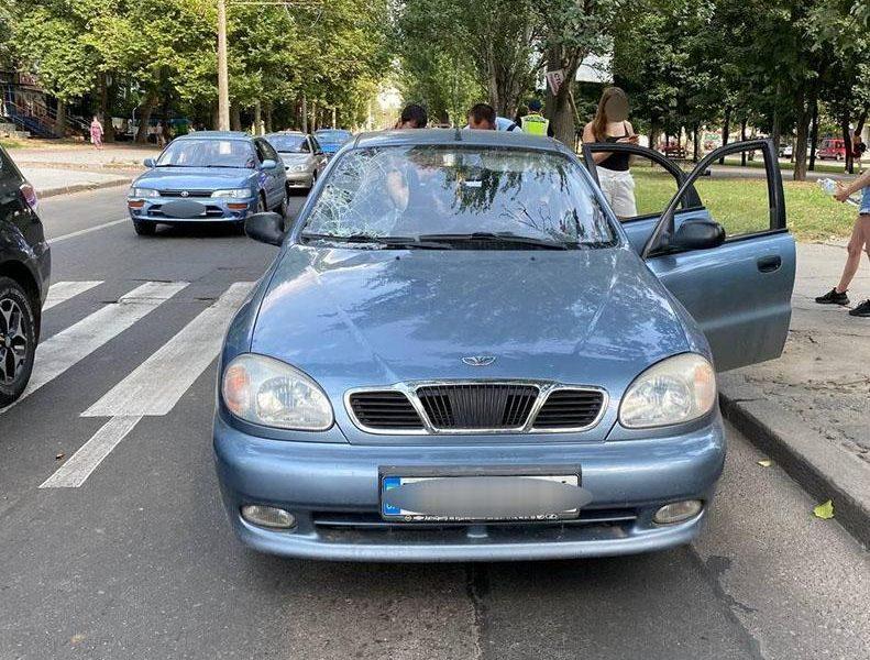 В Николаеве на переходе LANOS сбил двух пешеходов (ФОТО)