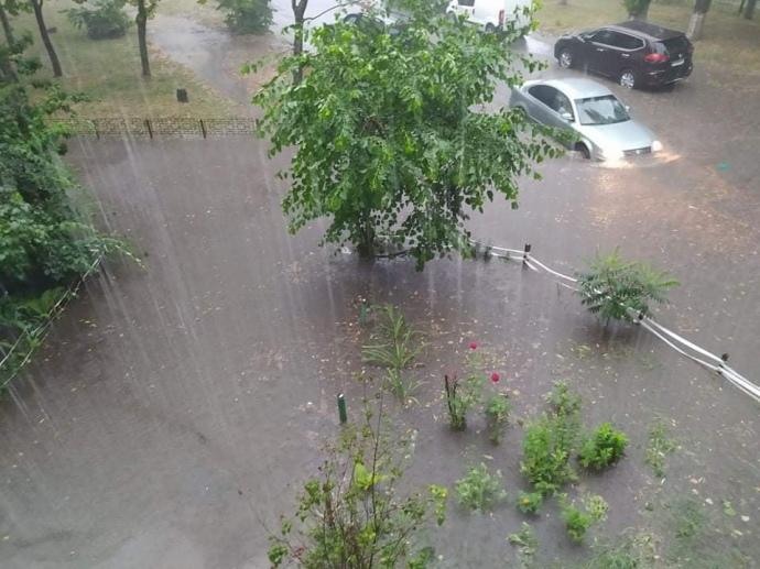 Киев затопило, станции метро в воде (ВИДЕО)