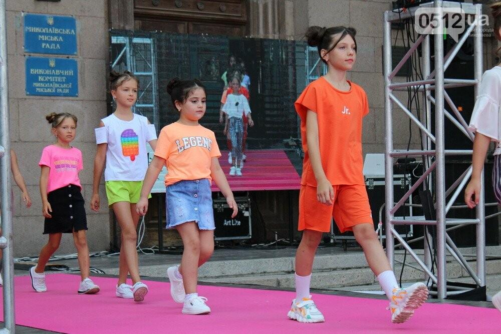 Дефиле из мэрии: на Соборной площади прошел фестиваль моды SUFD 17