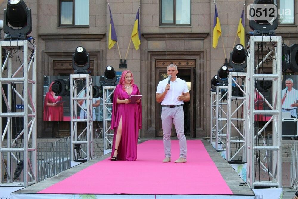 Дефиле из мэрии: на Соборной площади прошел фестиваль моды SUFD 1